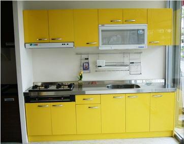 九十度廚具與系統櫃款式多樣。度