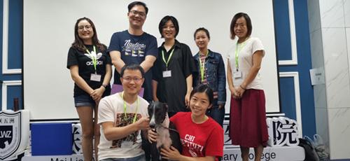 周明賢獸醫師跟CCRV認證課程學員合照。