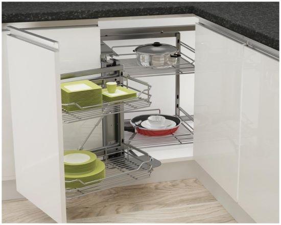 轉角收納櫃裝設『實物拉籃』,不能擺放重物,且須保留迴轉空間。