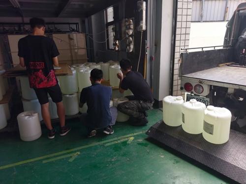 食品安全從源頭做起,食品廠向第一環衛訂購二氧化氯抗菌劑。