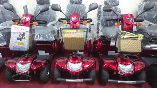 位於高雄榮總旁的高紅展示中心,現場有多款電動代步車可試乘。如客人有雙載需求,林老闆會建議上圖的中大型車款。