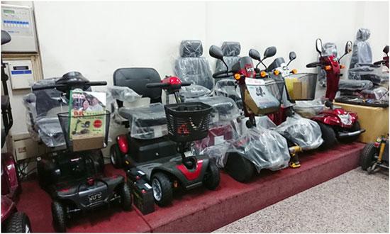 高紅門市展示電動代步車,均取得醫療器材許可證字號,合法有保障。