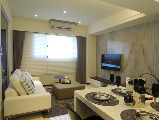 現代風以「簡單」為室內設計主軸,搭配不同材質來增添空間的豐富性。