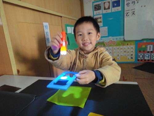 幼儿园老师手工制作房子