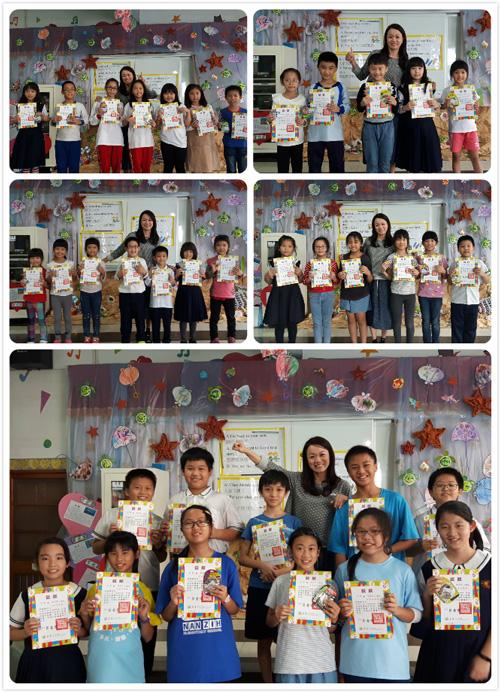通過乖寶貝安親班美語評量的孩子上台接受表揚,獲頒獎狀及獎品。