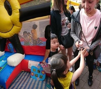 (左圖)在充氣屋裡,各家小寶貝都使出渾身解數跳出最有創意的花招。(右圖)孩子在「奉茶」過程中,展現感恩的心,讓媽媽感到無比欣慰。
