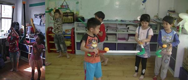 把球放在棍子上面,練習平衡,小朋友開發出曲棍球新玩法,想像力無限大
