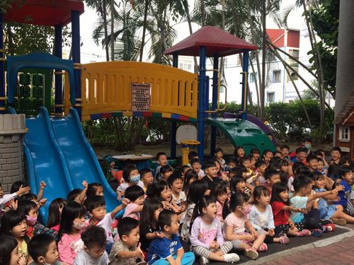 童心園幼兒園的寶貝們全神貫注地參與活動,互動相當熱絡。