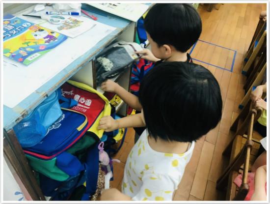 清潔完畢!孩子的書包有乾淨的家囉。