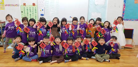 個迎春鞭炮都是童心園幼兒園孩子得意之作。