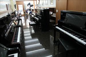 鋼琴的好壞,音質與觸鍵是選擇的重點。