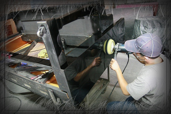 高雄世國琴行專業整修、烤漆、調音等服務,讓二手鋼琴擁有一流品質。