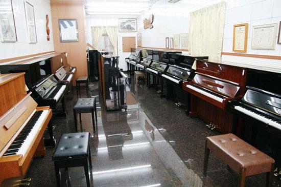 買鋼琴要找有門市在地經營的店家,才能保證品質及售後服務。