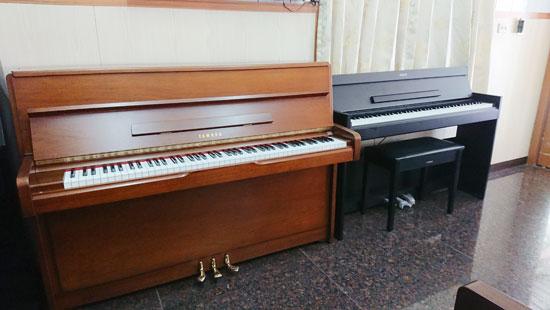 傳統鋼琴豐富共鳴與獨特餘韻,是數位電鋼琴無法比擬。