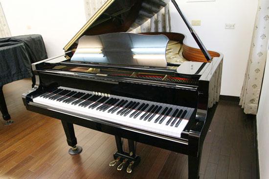 整修後的中古平台型鋼琴及直立型鋼琴,外觀猶如新琴,音色更顯優美。