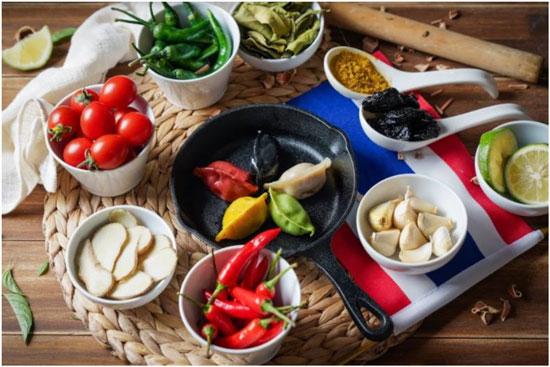 「泰餃情」推泰式創意料理~五色煎餃。
