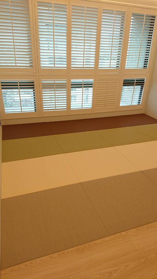 董事長夫人訂製的無邊榻榻米,用不同顏色與織法的蓆面互相搭配,更具層次感。