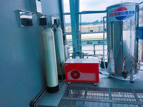 高雄鳥松戴先生住家安裝2支全戶過濾濾水器,並由自然風熱泵規劃安裝適用於5-8人家庭住宅的家用型HA-12NT熱泵熱水器、搭配500ml的壓力桶。