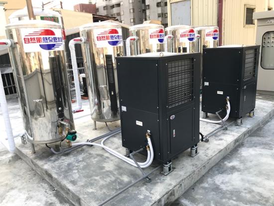 兩台WA-30NT熱泵,串聯五個500L壓力桶,大水量的供應熱水免驚!