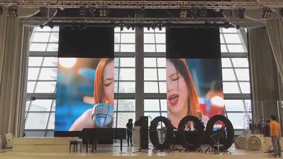 北台灣最大的教會安裝得力光電LED室內對開式電視牆,讓空間有了多元使用的機能性。